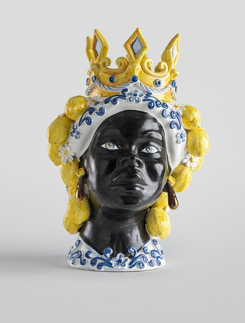 Testa di moro femmina nera decoro acanto con limoni